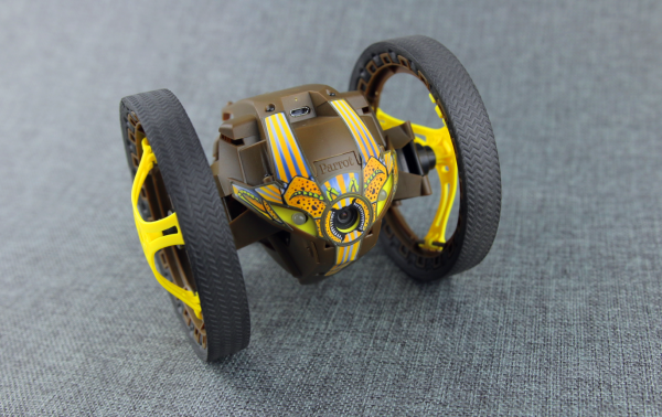 Parrot Jumping Sumo 智能弹跳车